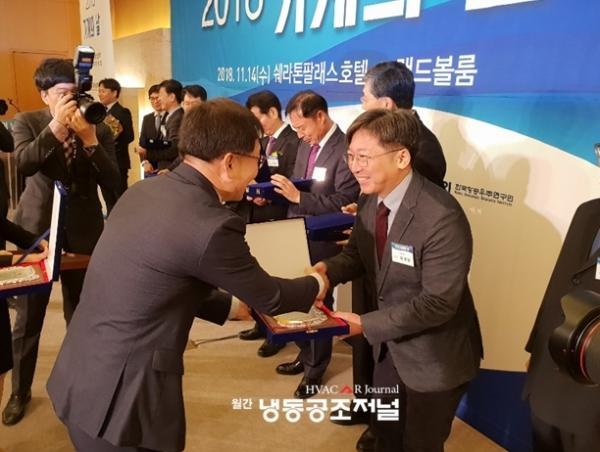 휴마스터의 습도제어 기반 에어컨 '휴미컨'이 한국기계기술단체총연합회가 선정한 올해 10대 기계기술에 선정됐다.